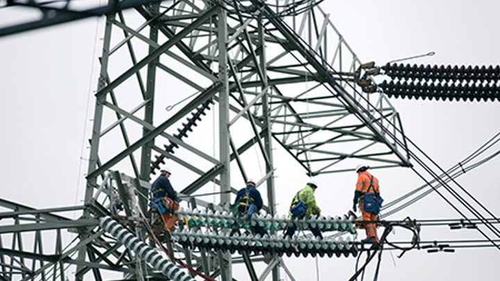 Content Dam Cospp Print Articles 2015 03 National Grid Wire Walkers