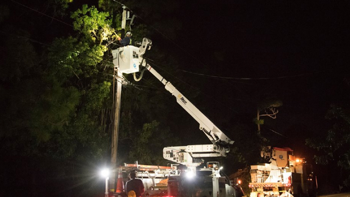 Content Dam Elp Gallery En Articles Slideshow 2016 10 Southeast Utilities Respond To Hurricane Matthew 8 Fpl Hurricane Matthew Elp