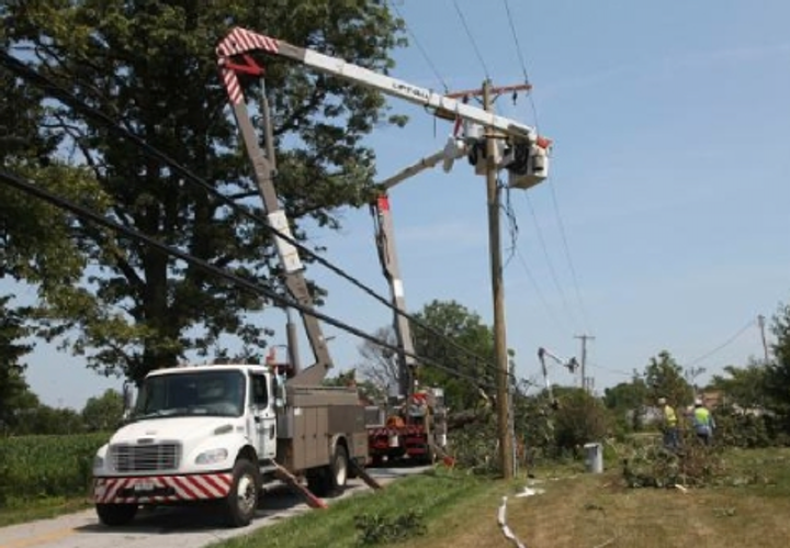 Content Dam Elp Online Articles 2014 06 Utility Crews Firstenergy
