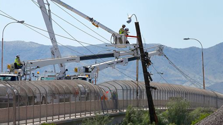 Content Dam Elp Online Articles 2014 10 Power Outage Workers Elp
