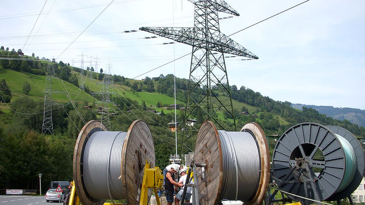 Content Dam Elp Online Articles 2014 12 Transmission Cable Installation Elp
