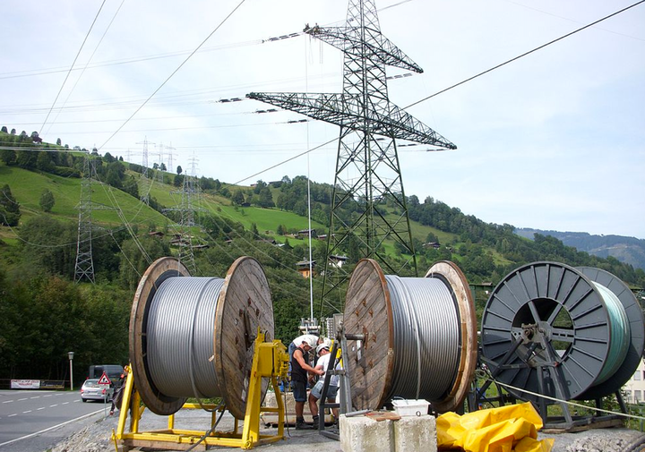 Content Dam Elp Online Articles 2014 12 Transmission Cable Installation Elp