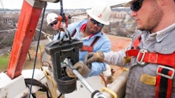 Content Dam Elp Online Articles 2015 April Utility Workers Elp 1