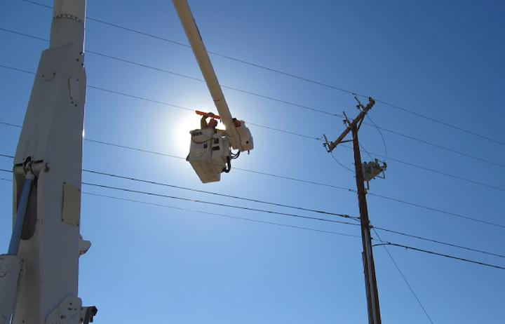 Content Dam Elp Online Articles 2015 August Pnm Utility Worker Elp
