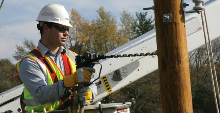 Content Dam Elp Online Articles 2015 June Firstenergy Utility Worker Elp
