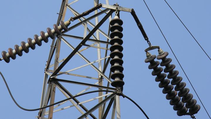 Content Dam Elp Online Articles 2015 June Transmission Insulators Elp