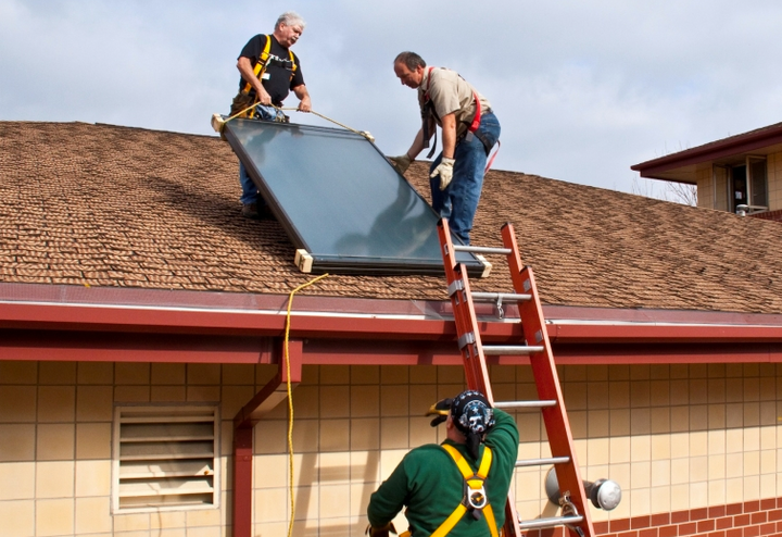 Content Dam Elp Online Articles 2015 March Rooftop Solar Install Elp