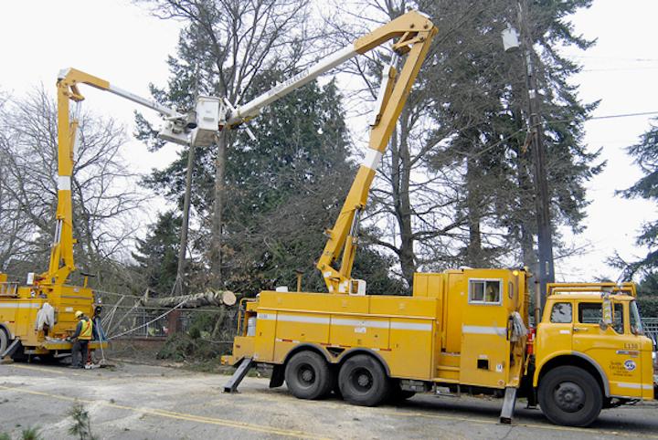 Content Dam Elp Online Articles 2015 March Utility Line Workers 2 Elp