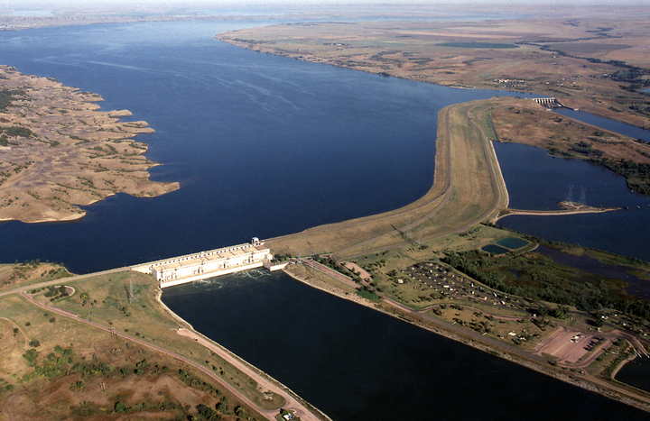Content Dam Elp Online Articles 2016 01 Big Bend Hydro Dam Missouri River Elp