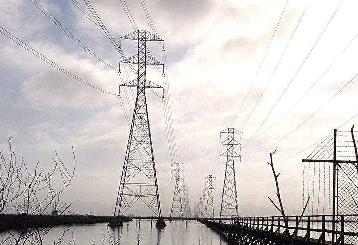 Content Dam Elp Online Articles 2016 04 Transmission Lines Elp April 1