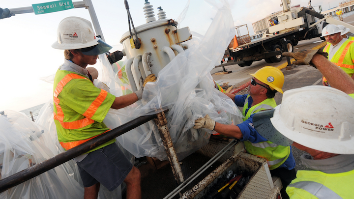 Content Dam Elp Online Articles 2017 07 Georgia Power Workers July 6 Elp