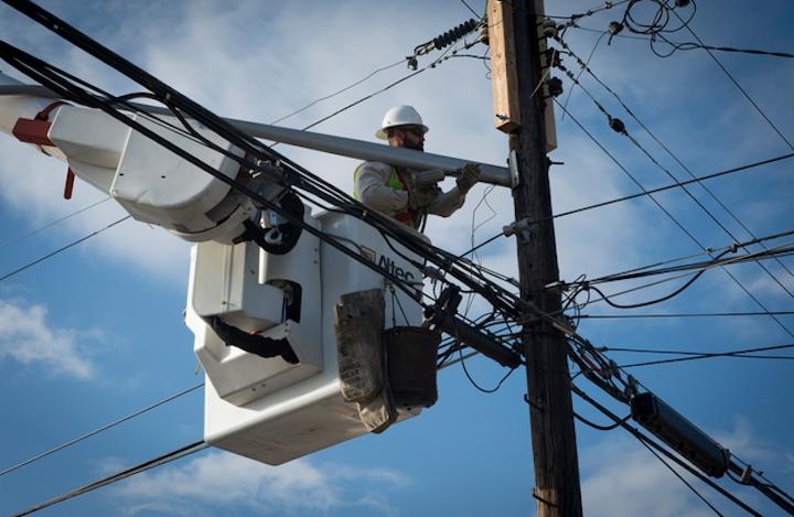 Content Dam Elp Online Articles 2017 09 Utility Worker Sept 12 Elp