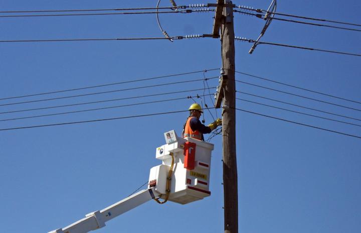 Content Dam Elp Online Articles 2017 11 Power Line Worker November 14 Elp