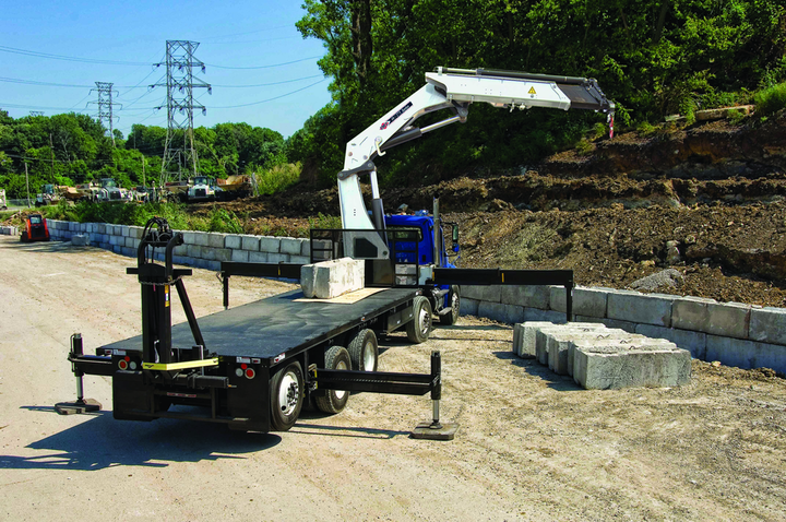 Content Dam Up En Articles 2013 07 Construction Lift The 40 Tm Articulating Crane Meets The Needs Of Utility Applications Leftcolumn Article Thumbnailimage File