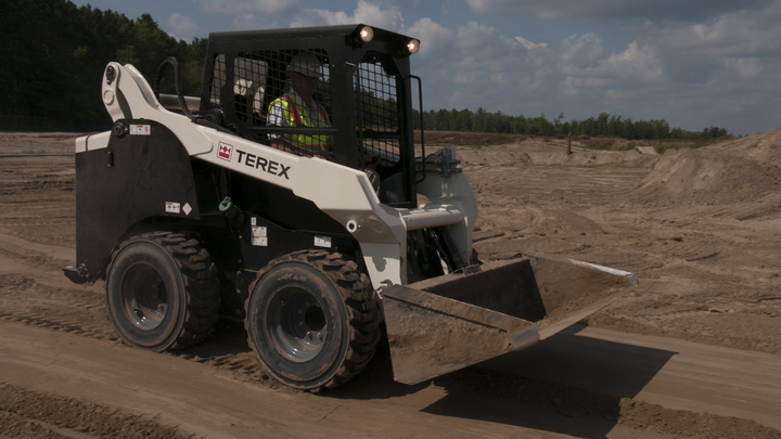 Content Dam Up En Articles 2013 11 Skid Steer Loader Offers Heavy Lifting High Production Capacity Leftcolumn Article Thumbnailimage File