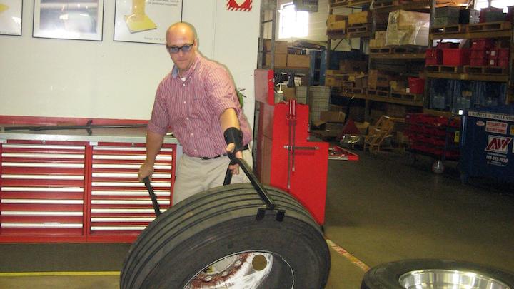 Content Dam Up En Articles 2014 07 Fleet Maintenance Tire Lifter Handles Large Jobs Leftcolumn Article Thumbnailimage File