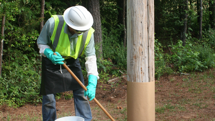 Content Dam Up En Articles 2014 07 Line Maintenance Remedial Preservative Paste For In Service Wood Utility Poles Leftcolumn Article Thumbnailimage File