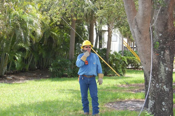 Content Dam Up En Articles 2014 07 Voltage Measurement V Watch Personal Voltage Detectors Keep Workers Safe Leftcolumn Article Thumbnailimage File