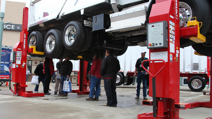 Content Dam Up En Articles 2015 02 Fleet Maintenance Wireless Mobile Column Lifts From Rotary Lift Leftcolumn Article Thumbnailimage File
