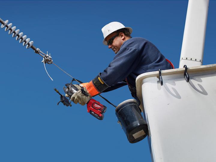 Content Dam Up En Articles 2015 08 Utility Equipment Linemen Crimpers Optimize Ergonomics Speed Reliability Leftcolumn Article Thumbnailimage File