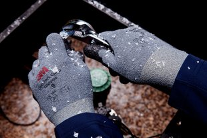 Content Dam Up En Articles 2015 10 Safety Gloves 3m Comfort Grip Winter Gloves Leftcolumn Article Thumbnailimage File