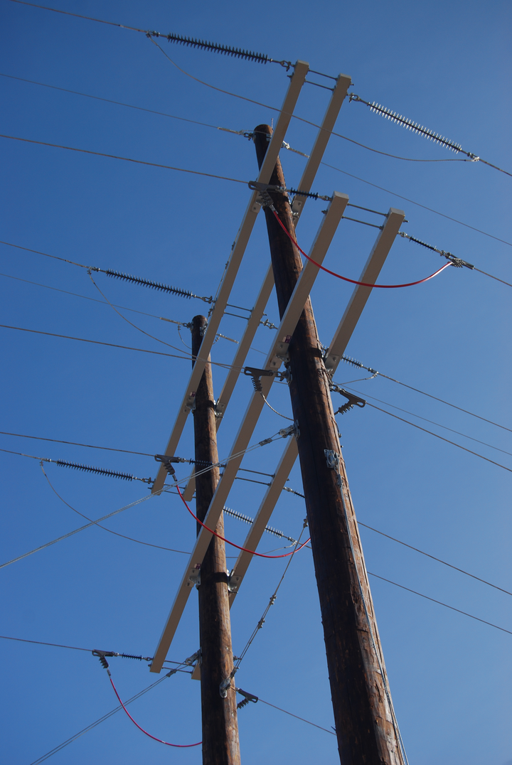 Content Dam Up En Articles 2016 01 Utility Poles Fiberglass Crossarms Offer Superior Load Capacity And More Leftcolumn Article Thumbnailimage File