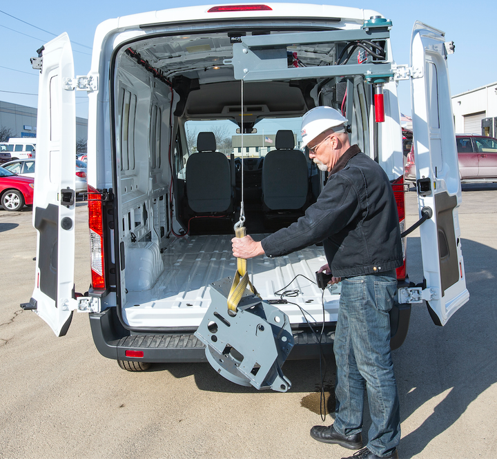 Content Dam Up En Articles 2016 03 Utility Vehicles Work Van Crane Has Maximum Capacity Of 1 000 Lbs At 6 Ft Leftcolumn Article Thumbnailimage File