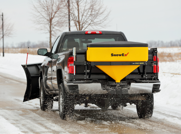 Content Dam Up En Articles 2016 06 Safety Equipment Single Stage Spreaders Apply Salt And De Icing Materials To Roads And More Leftcolumn Article Thumbnailimage File