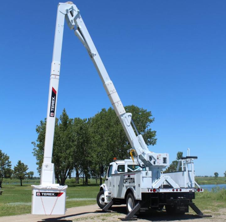 Content Dam Up En Articles 2017 08 Construction Equipment Aerial Devices Digger Derricks Auger Drills Cranes0 Leftcolumn Article Thumbnailimage File