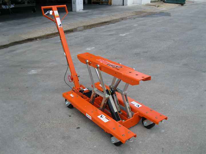 Content Dam Up En Articles 2017 08 Utility Supplies Lift Table Lifts And Lowers Wide Range Of Parts Into Position Leftcolumn Article Thumbnailimage File