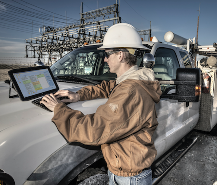 Content Dam Up En Articles 2017 10 Internet Of Things Is Here Are Your Field Workers Equipped With The Right Technology Leftcolumn Article Thumbnailimage File