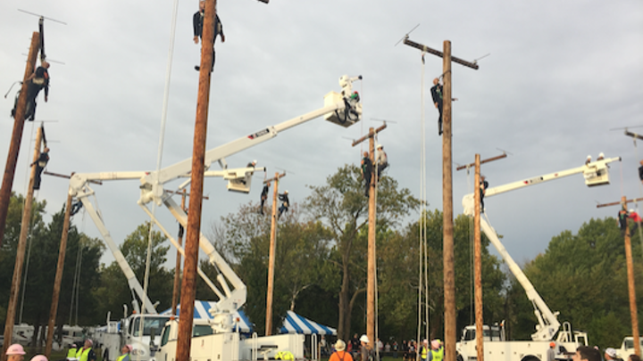 Content Dam Up En Articles 2017 11 Utility Poles Terex And Utility One Source Sponsor Apprentice Hurtman Rescue Competition Leftcolumn Article Thumbnailimage File