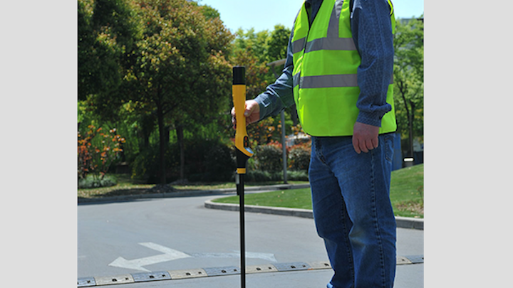 Content Dam Up En Articles 2018 03 Safety Equipment Combination Utility Locator And Metal Detector Leftcolumn Article Thumbnailimage File