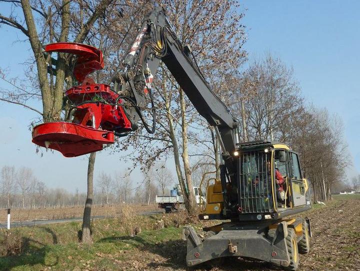 Content Dam Up En Articles 2018 04 Line Maintenance Excavator Rotating Tree Shear Leftcolumn Article Thumbnailimage File