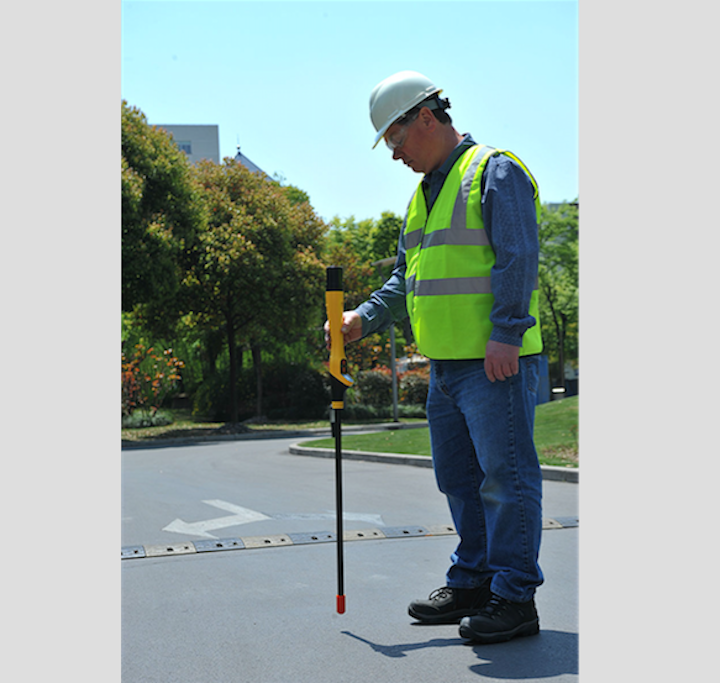 Content Dam Up En Articles 2018 04 Safety Equipment Combination Utility Locator And Ferrous Metal Detector Leftcolumn Article Thumbnailimage File