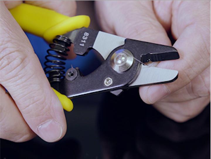 Content Dam Up En Articles 2018 05 Utility Tools Ergonomic Fiber Optic Stripper Leftcolumn Article Thumbnailimage File